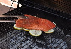 I never was a fan of those cedar blocks for grilling fish. I think this is a great idea, though! The Husband loves lemon on his fish, too - Bonus! Grill your fish on a bed of lemons to infuse flavor & prevent sticking to the grill. Fish Recipes, Seafood Recipes, Great Recipes, Favorite Recipes, Drink Recipes, Recipies, I Love Food, Good Food, Yummy Food