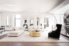 Decor Black, White and Gold Living Room {with tribal accents white living room decor - Living Room Decoration Living Room New York, Home Living Room, Living Room Decor, Decor Room, Interior Design Living Room, Living Room Designs, Coffee Table Stand, Coffee Tables, White And Gold Decor
