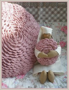 Crochet Flower Pillow... For the home Because I can only crochet in lines :)