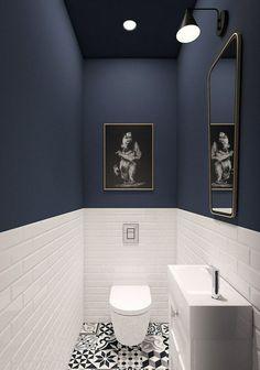 WC-Möbel in blau und weiß, weiße Carrtro-Fliesen, Spiegel gerahmt Toilet furniture framed in blue and white white Carrtro tiles mirror Downstairs Bathroom, White Bathroom, Modern Bathroom, Very Small Bathroom, Modern Shower, Designs For Small Bathrooms, Small Downstairs Toilet, Bling Bathroom, Moroccan Bathroom