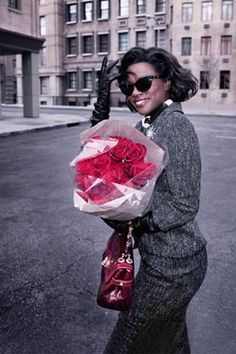 Actress Viola Davis, Oscar-nominated for her role in Doubt, channels the timeless glamour of movie stars like Marilyn Monroe, Lena Horne, and Eartha Kitt. Eartha Kitt, Viola Davis, Beauty Shoot, Rose Bouquet, Sophisticated Style, Black Girl Magic, Nice Tops, Movie Stars, Retro Fashion