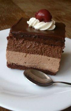 Tortulete cu ciocolata si visine Cake Recipes, Snack Recipes, Dessert Recipes, Mini Cakes, Cupcake Cakes, Pastry Cake, Mini Desserts, Something Sweet, Cream Cake