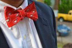 Red, white, and blue.  I can't think of a better combination.  Love this bow tie.