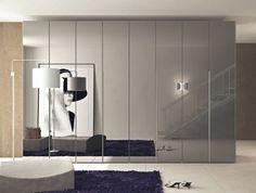 Beautiful schrank mit schiebet ren grau hochglanz spiegelauflagen t rig