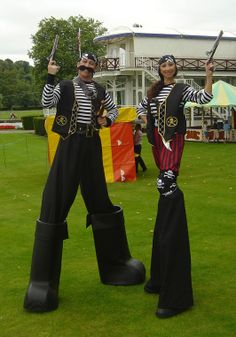 Steen - Various Stilt Walkers