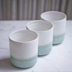 Petits gobelets en porcelaine émaillée #Porcelain #Keramik #Ceramic #Ceramique #WheelTrownCeramics #CeramicStudioParis #BowlsAndCups #Deco #WhiteAndBlue