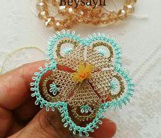 En Güzel İğne Oyaları - Try Tutorial and Ideas Bead Crochet, Irish Crochet, Crochet Lace, Crochet Earrings, Baby Knitting Patterns, Bead Sewing, Point Lace, Tatting Patterns, Needle Lace