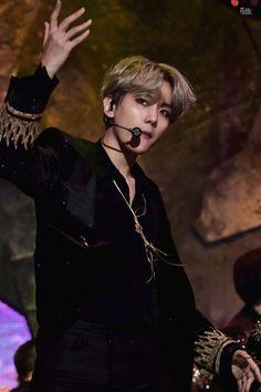 171201 MNET ASIAN MUSIC AWARDS #BAEKHYUN #EXO