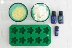 How To Make Homemade Wax Melts With Safe & Natural Ingredients - - Learn how easy it is to make your own scented wax melts using all-natural ingredients like essential oils. Your whole home will smell amazing! Homemade Candles, Diy Candles, Cubes, Scentsy Wax Melts, Diy Wax Melts, Diy Nagellack, Beeswax Candles, Candle Wax, Diy Candle Melts