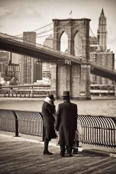 Vintage photo - Brooklyn, New York. One of my favorite bridges, there is a lot of history there. New York Pictures, Old Pictures, Old Photos, Brooklyn New York, Brooklyn Bridge, New York City, Brooklyn Heights, Vintage Photography, Street Photography