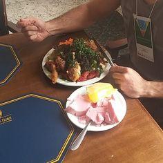Quem disse que pra emagrecer tem que ficar sem comer? #fitness #healthyfood #instafood #salada #lowcarb by renatomontanha_