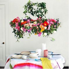 How gorgeous is this flower chandelier by @we_are_scout_weebirdy . They have a tutorial on how to make one for your next party or just because they are bloody gorgeous and everyone needs some rad flower chandeleir gorgeousness in their abode. There is a link in theae clever chicks bio!