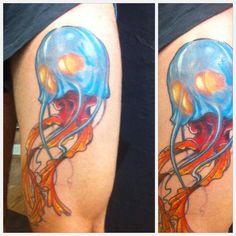 Meduse#jellyfish#color#cartoon#new#school#blue#leg#sebastien#mas#blackblood#tattoo#la#garde#