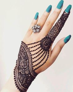 Check beautiful & simple arabic mehndi designs 2020 that can be tried on wedding. Shaadidukaan is offering variety of latest Arabic mehandi design photos for hands & legs. Latest Arabic Mehndi Designs, Back Hand Mehndi Designs, Henna Art Designs, Mehndi Designs For Girls, Mehndi Designs For Beginners, Stylish Mehndi Designs, Mehndi Designs For Fingers, Mehndi Design Photos, Wedding Mehndi Designs