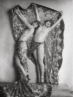chorus girls (The Dolly Sisters?) in the revue Wien lacht wieder, by Karl Farkas and Fritz Gruenbaum, Stadttheater, Vienna, 1929 Vintage Glamour, Vintage Beauty, Cabaret, Anos 20s, Vintage Mode, Vintage Ladies, 20s Fashion, Vintage Fashion, Dolly Sisters