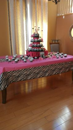 Cupcake toward for sweet sixteen party.