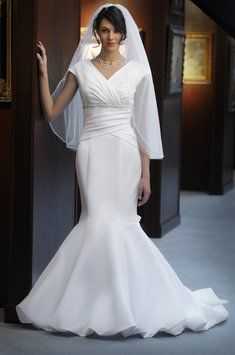 8804 Wedding Dress $284