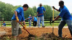 Ford Volunteers Go Green to Go Further