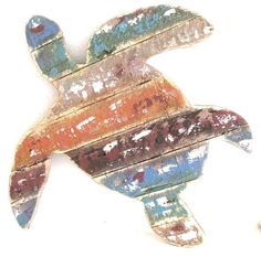 - Coastal Chic Inspired Sea Turtle Wall Art or Home Decor. - This versatile cottage decor may also be used as a simply chic food serving try or light up some candles for your garden party guests. Decorating Your Home, Diy Home Decor, Beach Cottage Style, Beach House, Pallet Art, Design Your Home, Do It Yourself Home, Cottage Homes, Coastal Decor