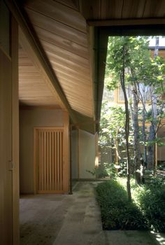 ハウチワカエデの家|横内敏人建築設計事務所 Japanese Home Decor, Japanese Modern, Japanese Interior, Japanese House, Japan Architecture, Sustainable Architecture, Interior Architecture, Pavilion Architecture, Residential Architecture