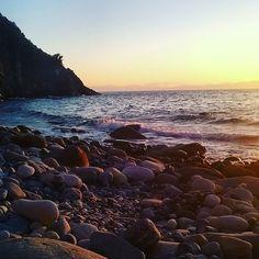 http://ift.tt/1NHxzN3  Buona serata da #patresi splendida spiaggia di #marciana nello scatto di @martinaalice93. Continuate a taggare le vostre foto con #isoladelbaapp il tag delle vostre vacanze all'#isoladelba.