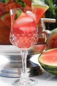 Watermelon dew spa water - Ingredients: 1/2 sliced melon Several sprigs of fresh mint Water Honey (Optional)