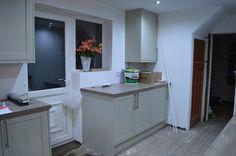 Howdens kitchen in Greenwich Shaker Grey - still under construction! Design My Kitchen, Kitchen Colors, New Kitchen, Kitchen Ideas, Howdens Kitchens, Tiny Kitchens, Corner, Construction, Colours