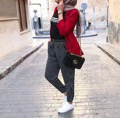Sweatpants sporty hijab style Sweatpants sporty hijab style – Just Trendy Girls Hijab Fashion Summer, Modern Hijab Fashion, Abaya Fashion, Muslim Fashion, Modest Fashion, Fashion Muslimah, Hijab Style, Casual Hijab Outfit, Casual Outfits