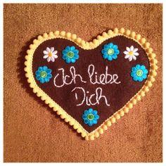 Felt german heart gingerbread cookie for kids felt christmas tree Felt Christmas, Christmas Holidays, Christmas Crafts, Christmas Ornaments, Christmas Baking, German Christmas Traditions, Felt Tree, Cookies For Kids, Heart Crafts