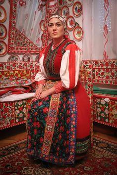 FolkOtthon - Kasler Magdi Sari, Fashion, Saree, Moda, Fashion Styles, Fashion Illustrations, Saris, Sari Dress