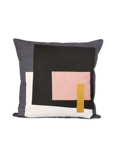 Tyylikkään käsinpainetun tyynyn materiaali on 100 % luomupuuvillaa, täyte on höyhentä ja untuvaa. Konepesu 30 °C.