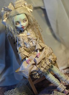 Monster High repaint by InnamorAmento.