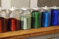 Farbpigmente für die Produkte Béton Cire!  #betonfarben #gefärbterbeton #betoncire #bunterbeton #wandfarbe #bodenfarbe Water Bottle, Jar, Home Decor, Paint, Products, Ideas, Decoration Home, Room Decor, Water Bottles