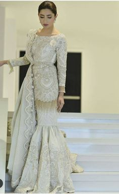 Eid Dresses for Special Winning Day Shadi Dresses, Pakistani Formal Dresses, Pakistani Wedding Outfits, Pakistani Dress Design, Bridal Outfits, Indian Dresses, Indian Outfits, Mahira Khan Dresses, Pakistani Engagement Dresses