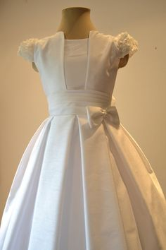 Very elegant first communion dress adorable flower by SUMACLOTHES