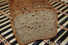 Inca o paine pe care neaparat vroiam s-o vedeti, este 100% de secara, cu o aroma si gust deosebit, specific painicii integrale. Desi procesul de preparare este lung ca timp, efortul este minim, cu conditia sa aveti deja maia de secara gata pregatita. Gustul acestei paini il stiu din copilarie si mult mi-a luat sa-l reproduc, mai ales intr-o forma sanatoasa dar si accesibila ca ingrediente. Aroma specifica de secara, textura densa si putin umeda - daca o incercati calda cu putin unt deasupra…