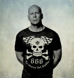 BRUCE WILLIS.- He is an American actor who has been in the most diverse roles, although we love to see him as the leading badass male character on screen. www.lamarcadeldiablo.com