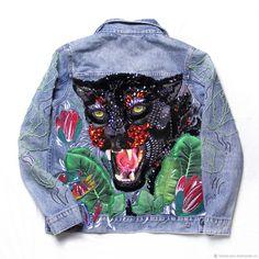 """Купить Джинсовая куртка с ручной вышивкой """"Багира"""" - лягушка, лотос, Авторский дизайн, ручная вышивка"""