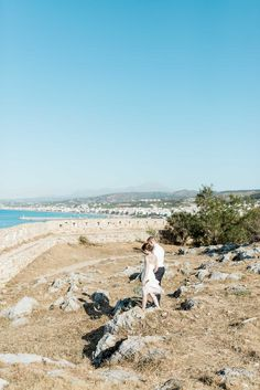 wedding couple with the view on Rethymno