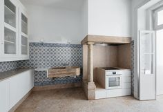 Nice ceramic tiles in this kitchen in Lisbon