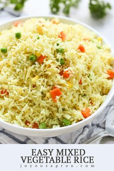 rice recipes Easy Mixed Vegetable Rice - A super easy AND flavorful side! Basmati rice cooked in garlic and chicken bouillon and tossed with mixed vegetables. Quick, light and healthy too! Vegetable Rice, Vegetable Side Dishes, Vegetable Recipes, Chicken Recipes, Rice Side Dishes, Food Dishes, Simple Rice Dishes, Side Dishes For Chicken, Tasty Dishes