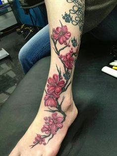 Blumenrebe tattoo leg tattoos that I like – foot tattoos for women flowers Flower Vine Tattoos, Flower Tattoo On Ankle, Tattoos For Women Flowers, Foot Tattoos For Women, Ankle Tattoos, Flower Tattoo Designs, Skull Tattoos, Rose Tattoos, Girl Tattoos