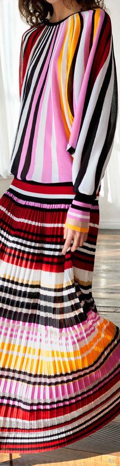 Pre-Fall 2018 Carolina Herrera Ny Fashion Week, Fashion 2018, Womens Fashion, Ladies Fashion, Belle Silhouette, New Trends, Trends 2018, Stripes Fashion, Fabric Manipulation