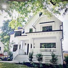 Most Popular Modern Dream House Exterior Design Ideas 34 - nyamanhome Apartment Decoration, Modern Farmhouse Exterior, Farmhouse Decor, Farmhouse Architecture, Farmhouse Design, Dream House Exterior, Black Trim Exterior House, White Houses, House Goals