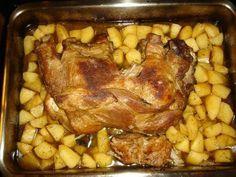 Και επειδή ακόμη ταλαιπωρούμαι με το χέρι και αδυνατώ να ασχοληθώ (και) με την μαγειρική, οι αναρτήσεις αυτές είναι από παλιές καλές στιγμ... Greek Recipes, Desert Recipes, Pork Recipes, Cooking Recipes, Healthy Recipes, Greek Menu, Christmas Cooking, Pork Dishes, Pork