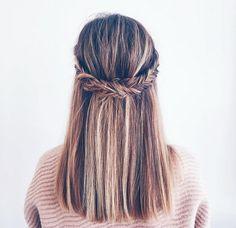 La coiffure inspirante du jour  #lookdujour #ldj #braid #instabraid #hair #hairinspo #hairoftheday #hairstyle #hairdo #updo #fishtail #pretty #regram  @jessannkirby