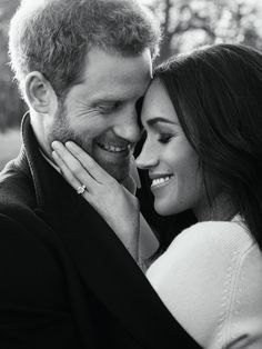 Prince Harry is engaged to Meghan Markle! Prince Harry has made the official announcement that he and actress Meghan Markle, will wed in the spring of Prince Harry Et Meghan, Meghan Markle Prince Harry, Princess Meghan, Harry And Meghan, Princess Charlotte, Princess Photo, Prince Henry, Royal Prince, Prince Philip