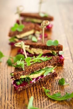 Vegetarian sandwich with hummus, beets, avocado, carrots and tomato perfect for a packed lunch or a picnic in the park after a nice walk with your moai.