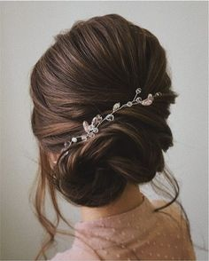 Beautiful & unique updo wedding hairstyle ideas | fabmood.com #lowupdo #updo #weddinghair #hairstyleideas #weddinghairinspiration #hairstyles #weddingupdo #chignonhair #modernupdo
