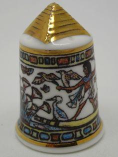 Dedal de porcelana con motivos egipcios